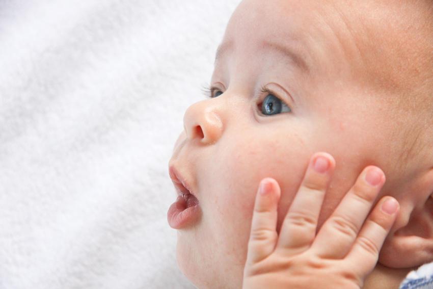 bebe y lactancia materna