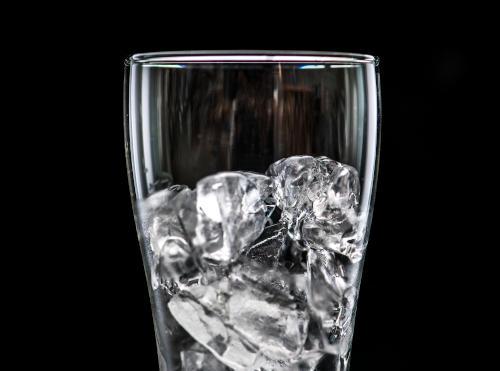 Masticar hielo